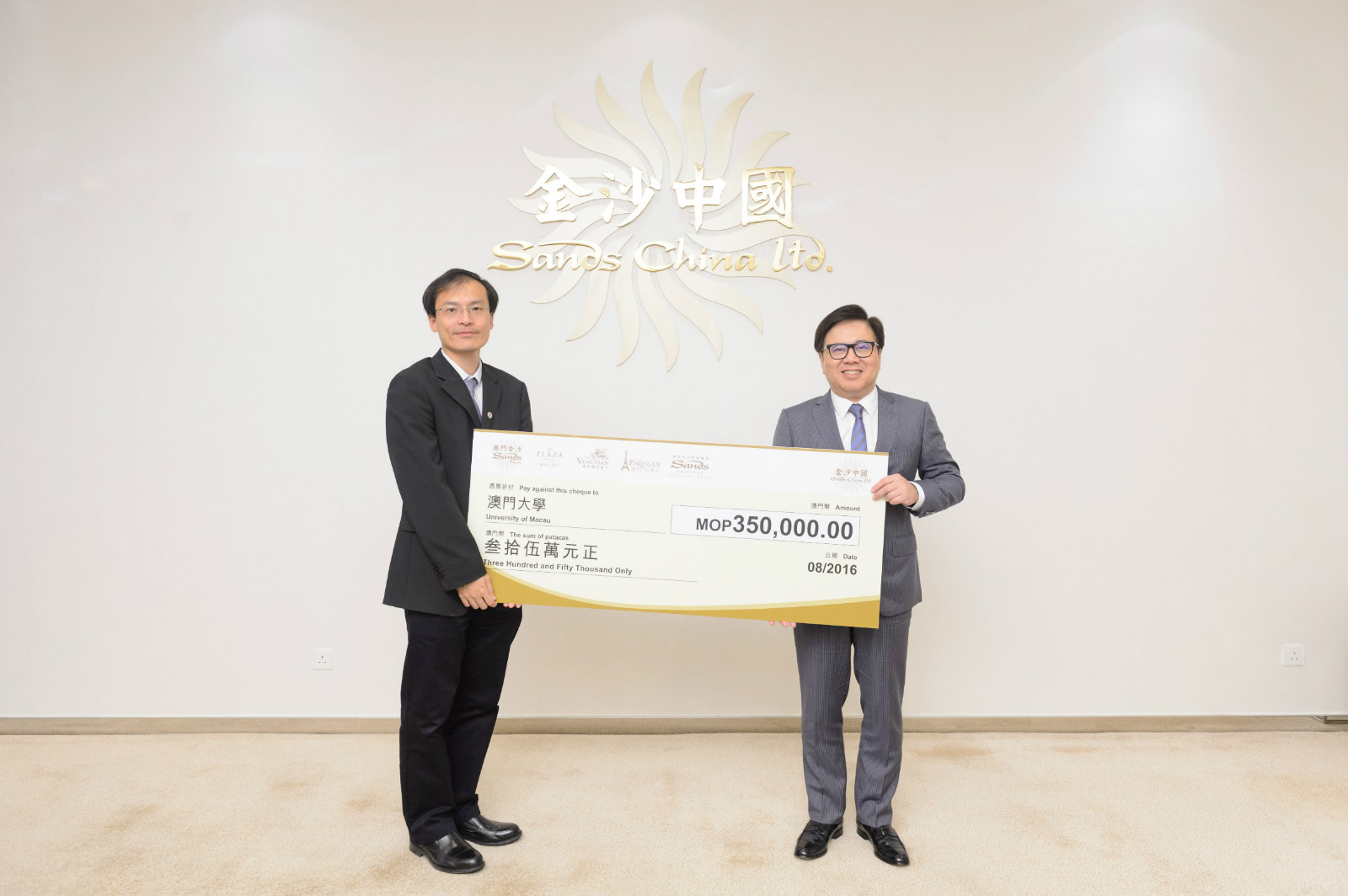 Sands China Donates MOP 970,000 to Scholarship and Fellowship Funds