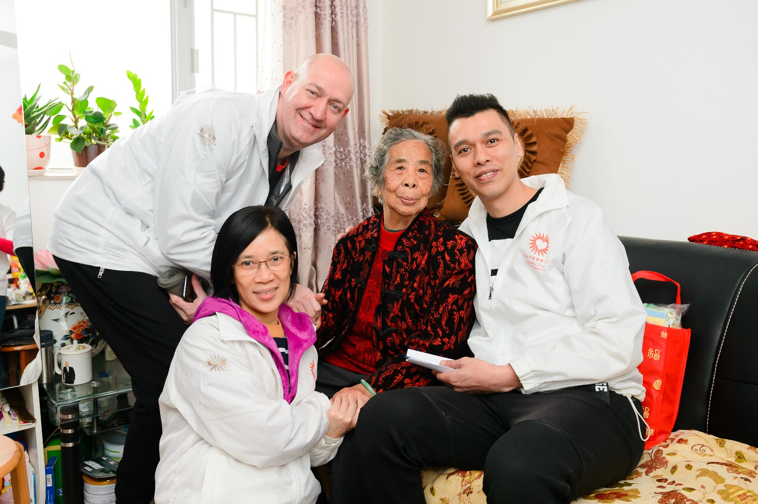 Sands China Does Annual Spring Cleaning with Macao Elderly